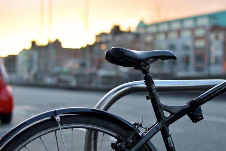Kiedy polisa OC chroni rowerzystę?